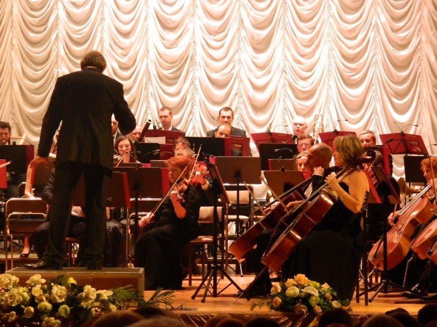 На открытии сезона в Запорожской филармонии презентовали белый рояль и нарисовали картину, - фоторепортаж (фото) - фото 12