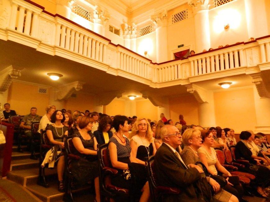 На открытии сезона в Запорожской филармонии презентовали белый рояль и нарисовали картину, - фоторепортаж (фото) - фото 4