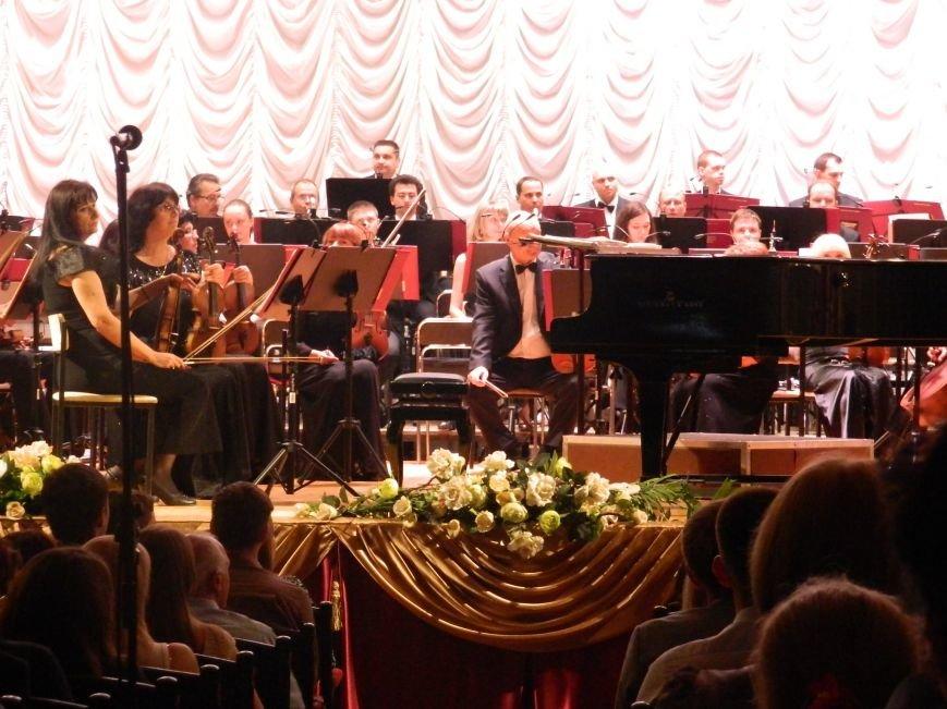 На открытии сезона в Запорожской филармонии презентовали белый рояль и нарисовали картину, - фоторепортаж (фото) - фото 5
