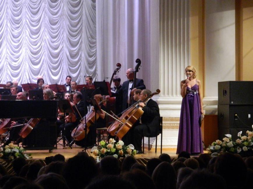На открытии сезона в Запорожской филармонии презентовали белый рояль и нарисовали картину, - фоторепортаж (фото) - фото 6
