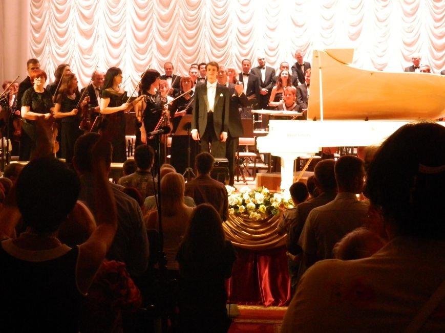 На открытии сезона в Запорожской филармонии презентовали белый рояль и нарисовали картину, - фоторепортаж (фото) - фото 19