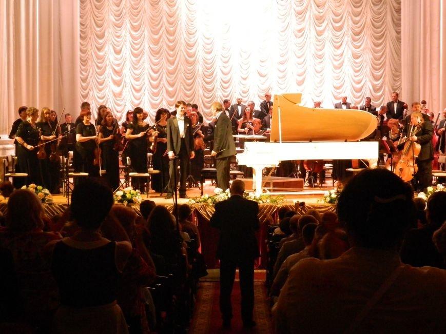 На открытии сезона в Запорожской филармонии презентовали белый рояль и нарисовали картину, - фоторепортаж (фото) - фото 17