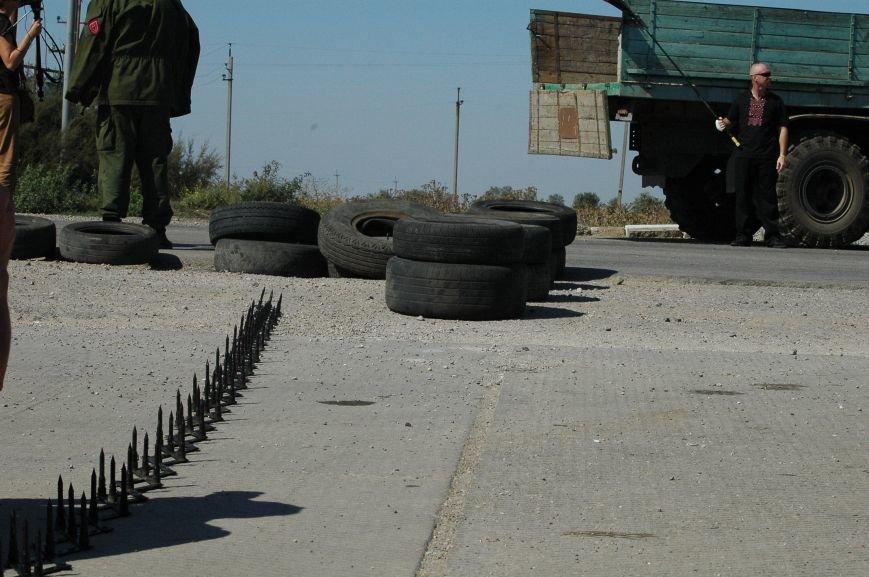 Украинские активисты заблокировали дорогу в Крым, - специальный фоторепортаж 061 из Чонгара, фото-18