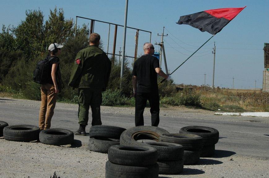Украинские активисты заблокировали дорогу в Крым, - специальный фоторепортаж 061 из Чонгара, фото-17