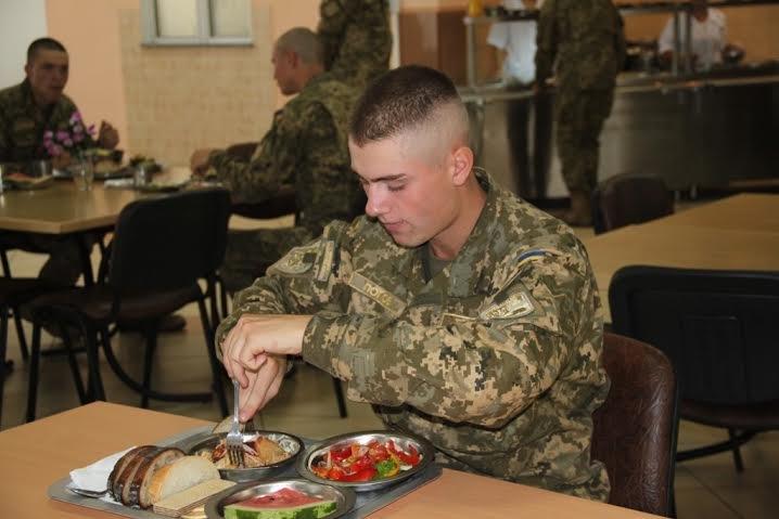 У Львові розпочався експеримент із харчування військовослужбовців за стандартами НАТО (ФОТО) (фото) - фото 2
