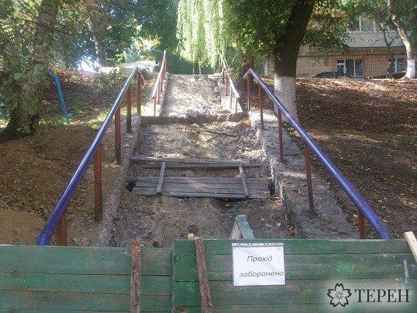 У Тернополі перекрили сходи, що сполучають дві вулиці (фотофакт) (фото) - фото 1