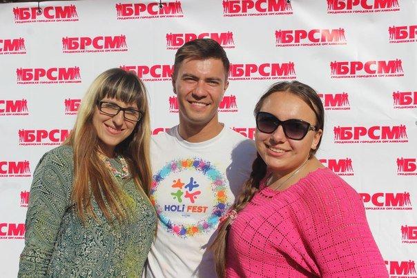 День города Гродно: в центре прошел фестиваль красок Color Fest (фотоотчет) (фото) - фото 19