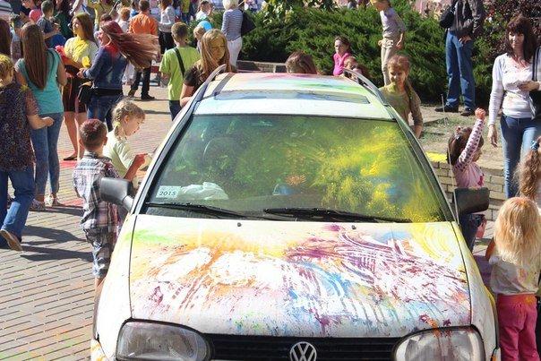 День города Гродно: в центре прошел фестиваль красок Color Fest (фотоотчет) (фото) - фото 12