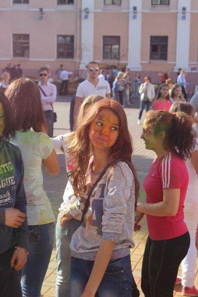 День города Гродно: в центре прошел фестиваль красок Color Fest (фотоотчет) (фото) - фото 15