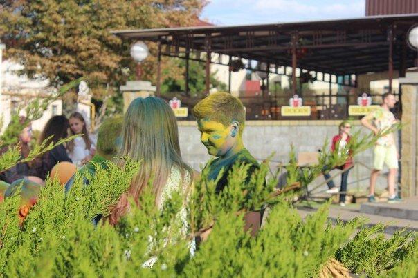 День города Гродно: в центре прошел фестиваль красок Color Fest (фотоотчет) (фото) - фото 9