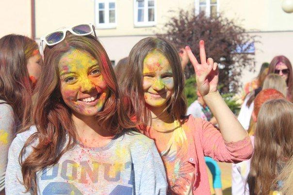 День города Гродно: в центре прошел фестиваль красок Color Fest (фотоотчет) (фото) - фото 4