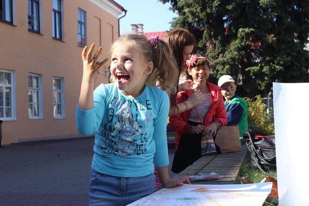 День города Гродно: в центре прошел фестиваль красок Color Fest (фотоотчет) (фото) - фото 20