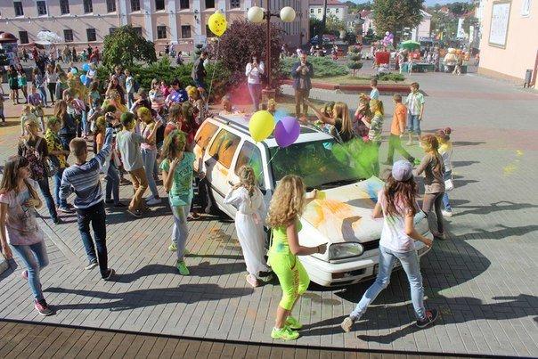 День города Гродно: в центре прошел фестиваль красок Color Fest (фотоотчет) (фото) - фото 6