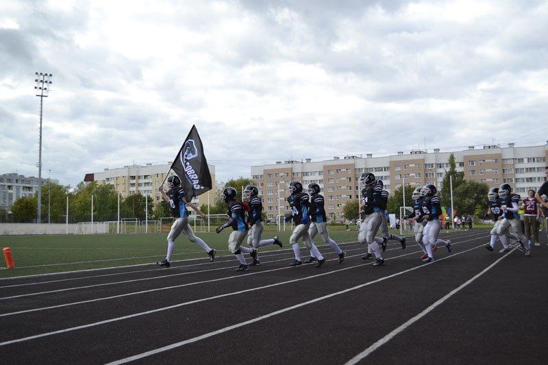 На стадионе в Пушкине в борьбе за Кубок по американскому футболу встретились «Кобры» и «Стальные Вишни» (фото) - фото 1