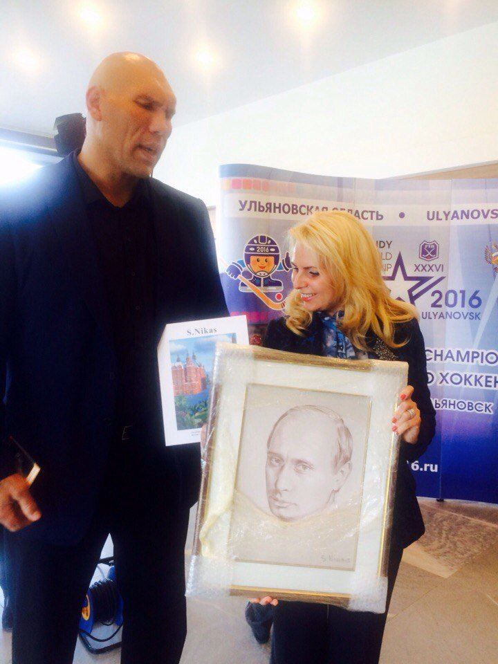 Хоккей с холстом. Вице-президент Федерации ХМ заказал портрет в Сафронова (фото) - фото 1