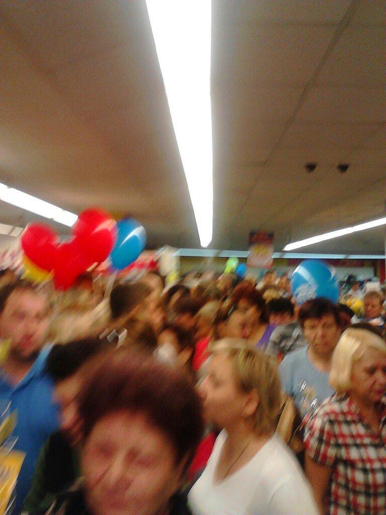 День рождения «АТБ» в Доброполье : на праздник все пришли за «подарками» (фото) - фото 2