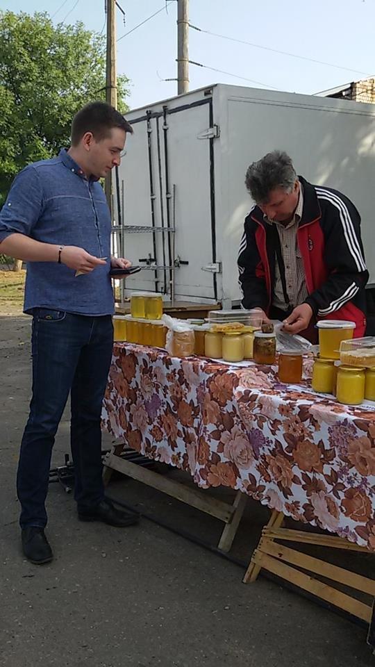 Чернівецький депутат В. Бешлей іронізує: «На цілодобовому ярмарку, як медом намазано», фото-2