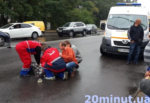 Кривава ДТП: у Тернополі на прос. Бандери водій збив двох людей (фото) (фото) - фото 1