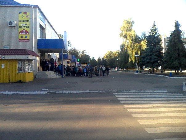 Ничто не радует жителей Димитрова и Красноармейска больше, чем слово: «СКИДКИ» (фото) - фото 1