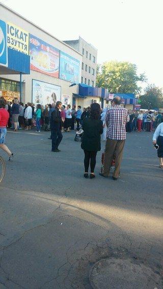 Ничто не радует жителей Димитрова и Красноармейска больше, чем слово: «СКИДКИ» (фото) - фото 2