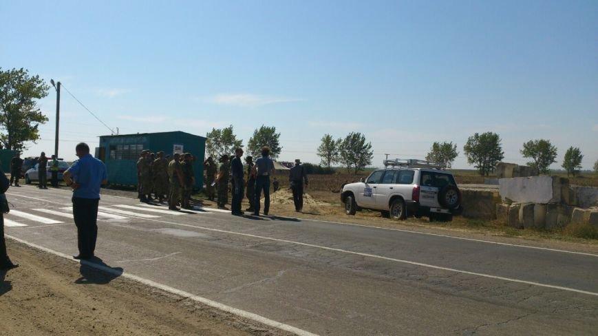 Дальнобойщик направил «фуру» на криворожан, участвующих в блокировании трассы на Крым (ФОТО), фото-19