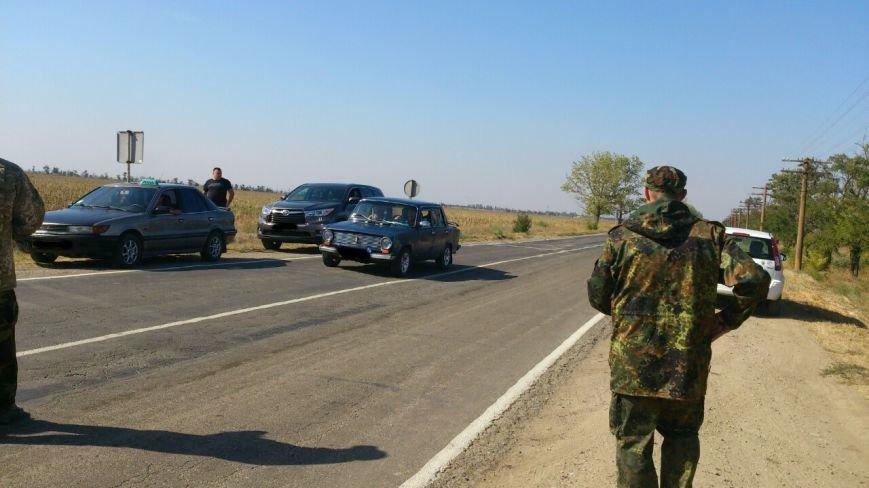 Дальнобойщик направил «фуру» на криворожан, участвующих в блокировании трассы на Крым (ФОТО), фото-12