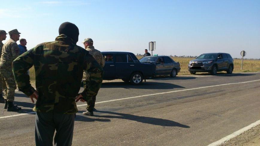 Дальнобойщик направил «фуру» на криворожан, участвующих в блокировании трассы на Крым (ФОТО), фото-13