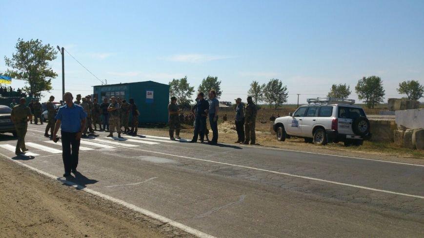 Дальнобойщик направил «фуру» на криворожан, участвующих в блокировании трассы на Крым (ФОТО), фото-18