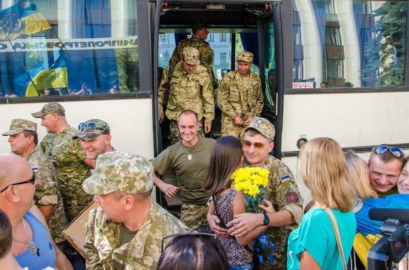 Домой вернулись бойцы знаменитого 43-го батальона (ФОТОРЕПОРТАЖ) (фото) - фото 7