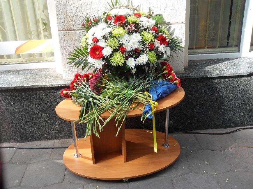 У центрі Полтави відкрили меморіальну дошку Героєві війни (фото) - фото 1