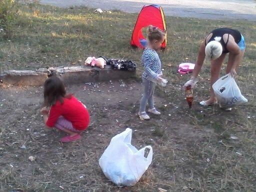 У Тернополі цілі сім`ї виходять на вулиці прибирати місто від сміття (фото) (фото) - фото 1