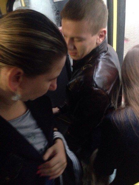 Франківцям вдалося зазнимкувати кишенькову злодійку у міській маршрутці (ФОТОФАКТ) (фото) - фото 1