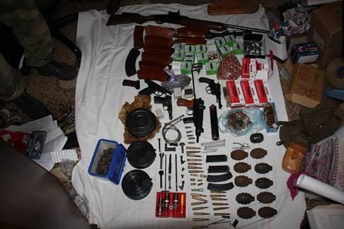 В Николаеве поймали банду, торговавшую оружием из зоны АТО (ФОТО+ВИДЕО) (фото) - фото 1