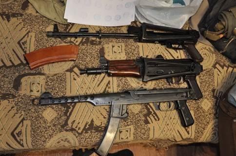 В Николаеве поймали банду, торговавшую оружием из зоны АТО (ФОТО+ВИДЕО) (фото) - фото 2