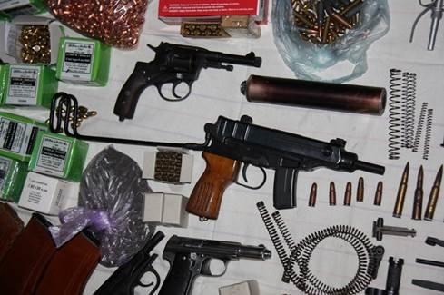 В Николаеве поймали банду, торговавшую оружием из зоны АТО (ФОТО+ВИДЕО) (фото) - фото 3