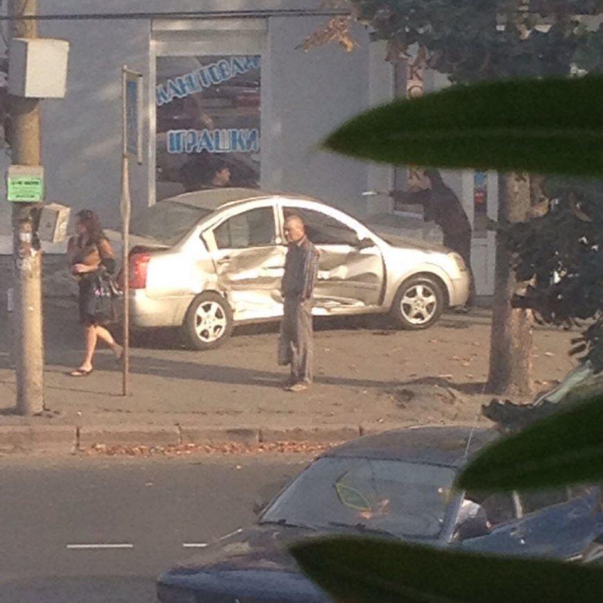 В Кривом Роге вследствие ужасного ДТП пострадали сразу четыре автомобиля (ФОТО) (фото) - фото 1