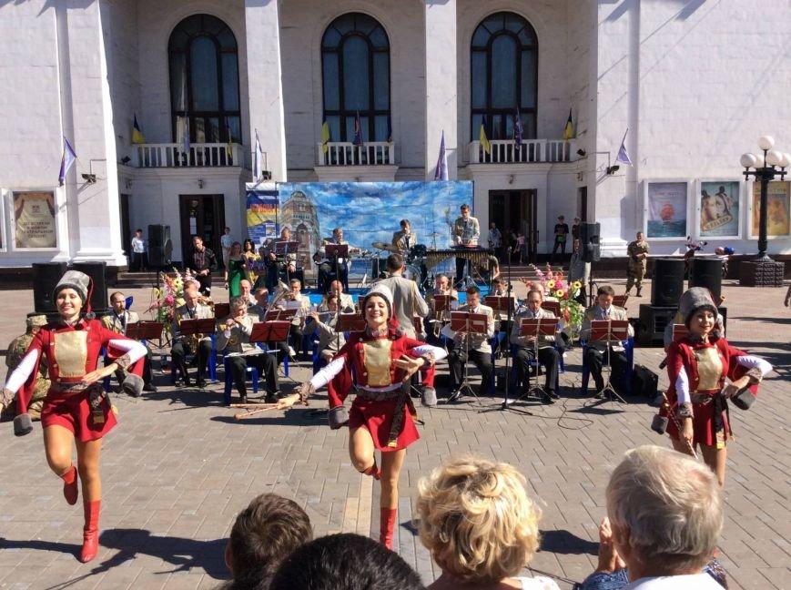 Гимн фестиваля «Червона рута» для мариупольцев сыграл оркестр из Чернигова (фото) - фото 1