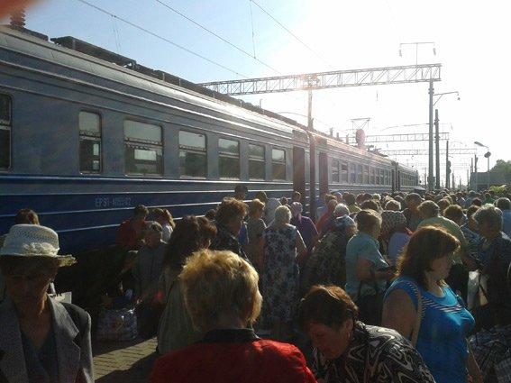 В Конотопе милиция продолжает борьбу с незаконной торговлей на вокзале (фото) - фото 1