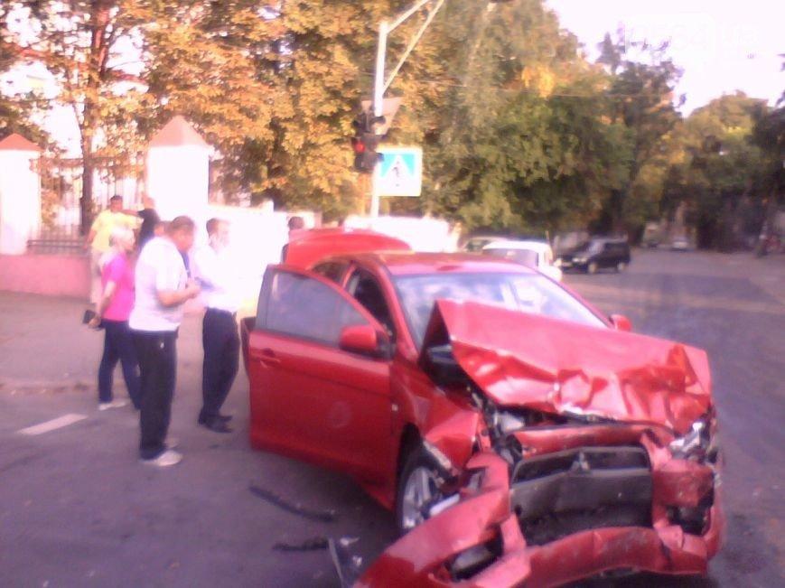 В Кривом Роге: горел Восточный, в ДТП пострадали сразу 4 автомобиля, а криворожан, блокирующих трассу на Крым, чуть не сбила «фура» (фото) - фото 2