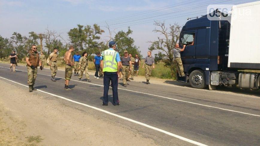 В Кривом Роге: горел Восточный, в ДТП пострадали сразу 4 автомобиля, а криворожан, блокирующих трассу на Крым, чуть не сбила «фура» (фото) - фото 3