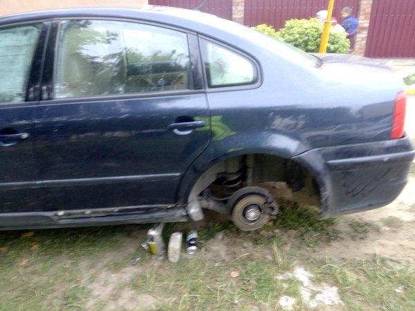 В Гродно пьяный бесправник на машине катал компанию: с оторванным колесом они пытались уехать от ОМОНа (фото) - фото 4