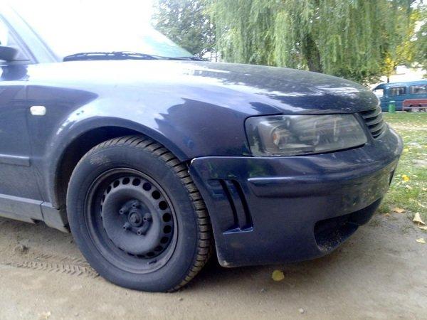 В Гродно пьяный бесправник на машине катал компанию: с оторванным колесом они пытались уехать от ОМОНа (фото) - фото 2