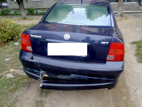 В Гродно пьяный бесправник на машине катал компанию: с оторванным колесом они пытались уехать от ОМОНа (фото) - фото 1