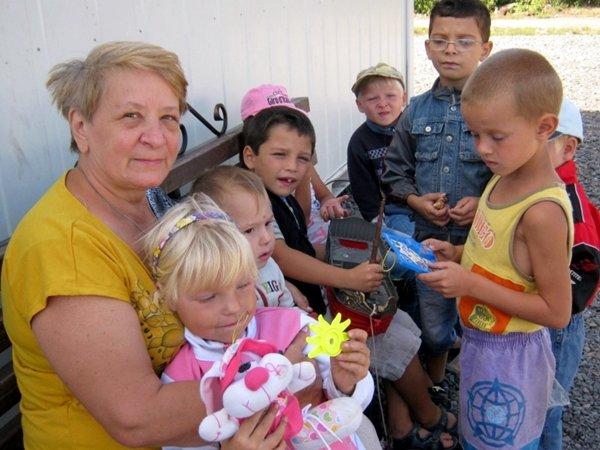 Криворожские медики совместно с духовенством поддержали переселенцев (ФОТО), фото-3