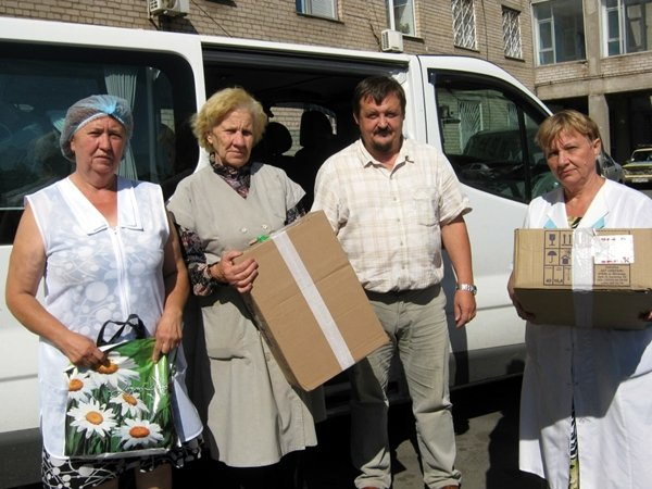 Криворожские медики совместно с духовенством поддержали переселенцев (ФОТО), фото-1