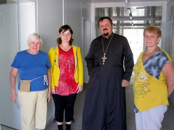 Криворожские медики совместно с духовенством поддержали переселенцев (ФОТО), фото-2