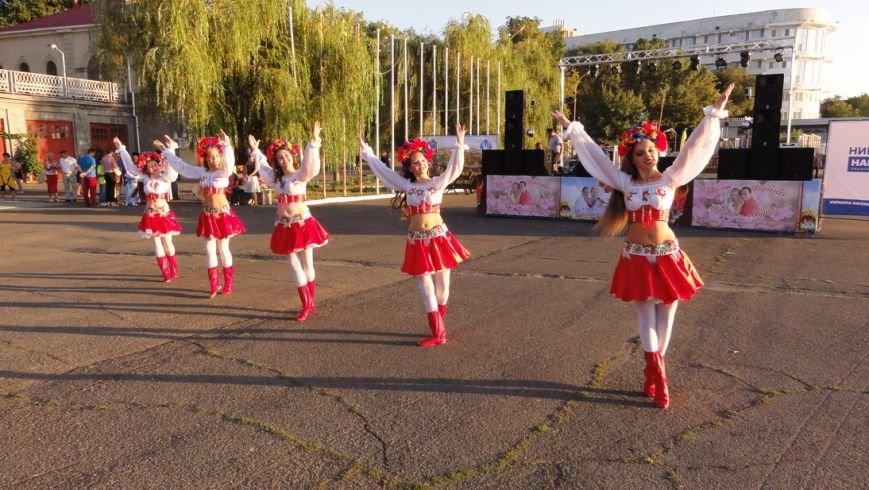 В Николаеве в День мира в небо взлетели белые голуби (ФОТО) (фото) - фото 1