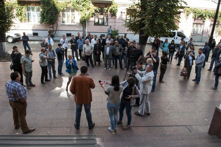 Чернівчани вимагали переглянути тарифи під стінами ОДА, фото-1