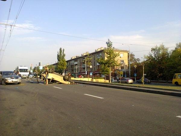 В Донецке «Крайслер» с боевиками перевернул «девятку» и протаранил троллейбус (ФОТО) (фото) - фото 2