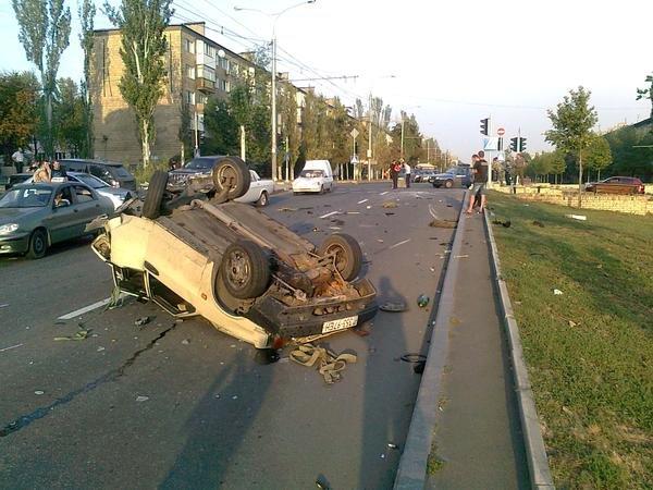 В Донецке «Крайслер» с боевиками перевернул «девятку» и протаранил троллейбус (ФОТО) (фото) - фото 5